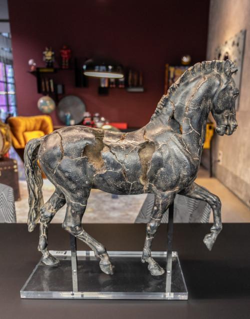 Scultura cavallo legno nera