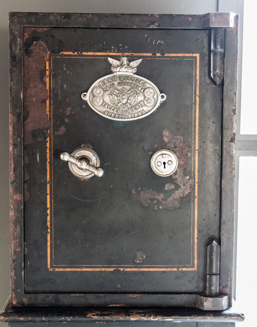 Black Vintage safe By Bash Hnos & Ca