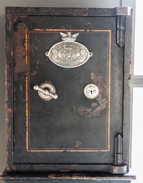 Black Vintage safe By Bash Hnos & Ca
