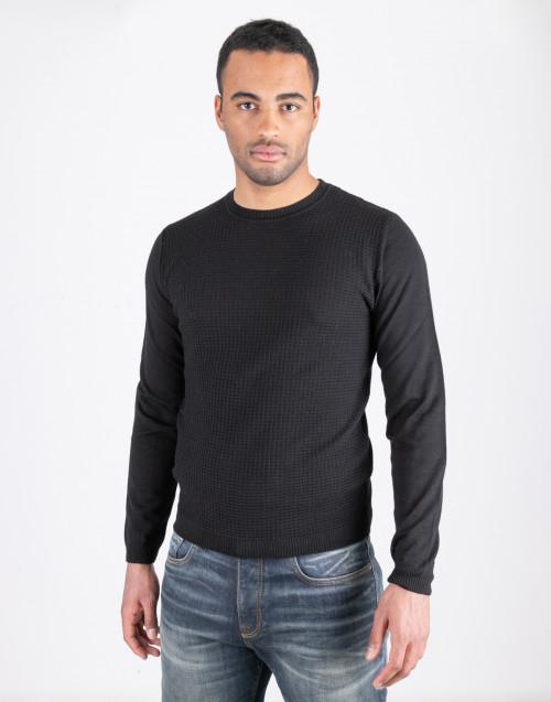 Maglione in lana operata nera