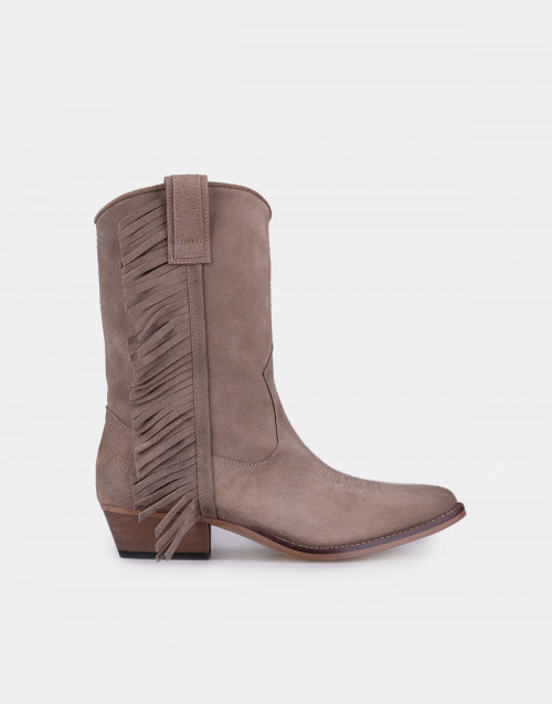 Taupe cowboy boots with fringes
