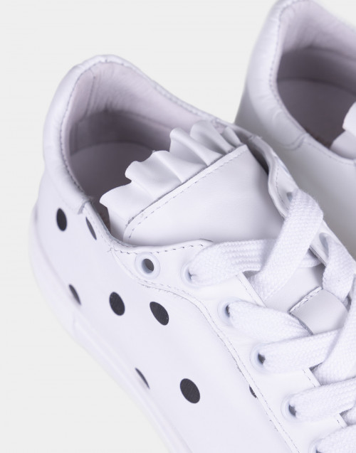 White leather sneakers w/ polka dots