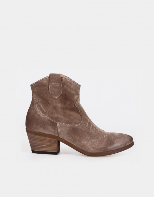 Turtledove suede texan boot