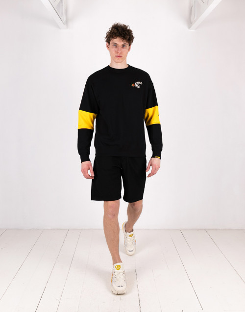 Black / yellow crewneck sweatshirt