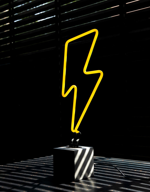 Lightning bolt neon lamp