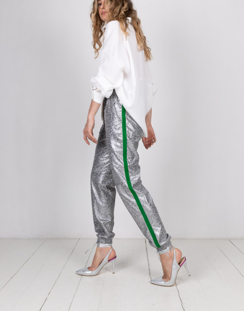Jogging trousers in laminated leather