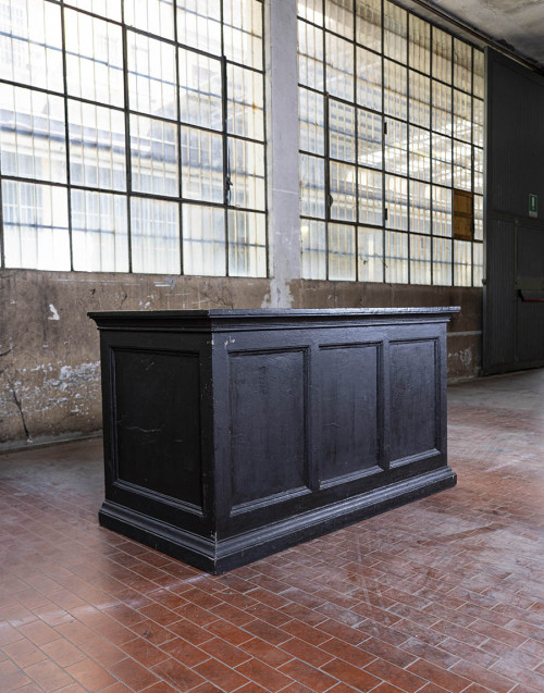Black oak counter