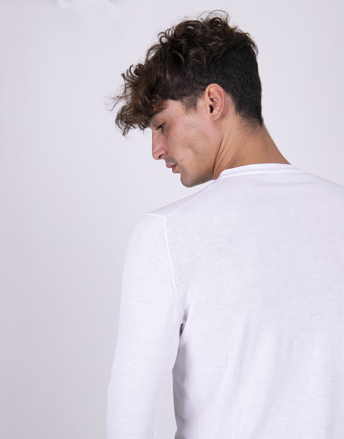 White roundneck lightweight sweater