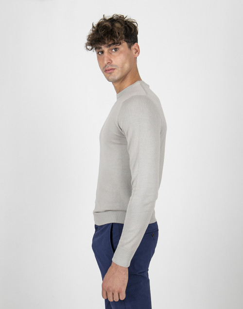 Beige roundneck lightweight sweater