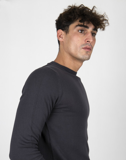 Dark blue wool and silk long-sleeved t-shirt