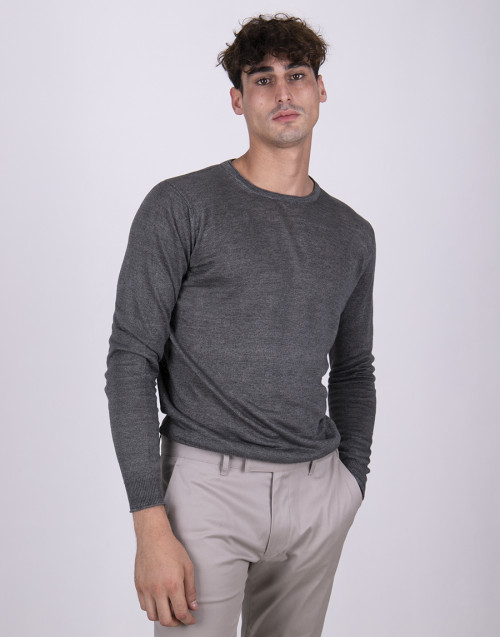 Gray basic linen t-shirt