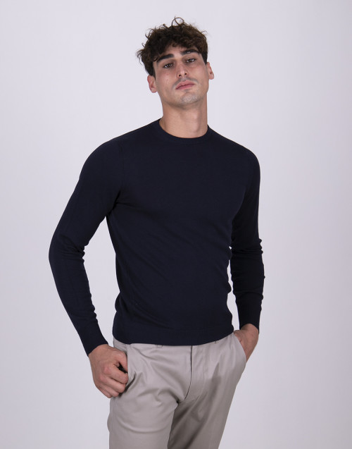 Blue roundneck lightweight sweater