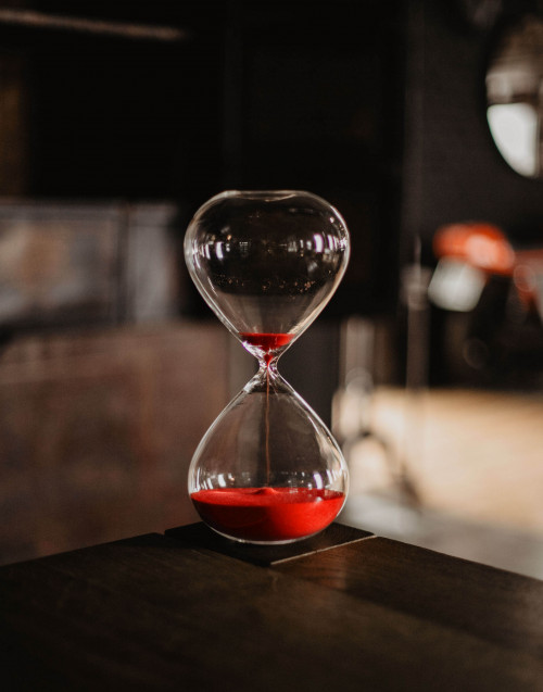 Medium hourglass with red sand
