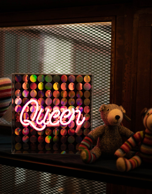 """Queen'' neon light"