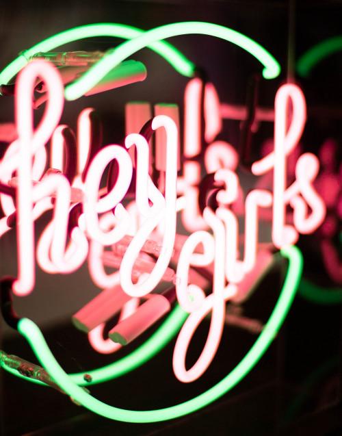 """""""Hey Girls'' neon light"""