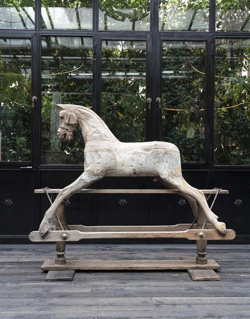 Cavallo a dondolo in legno di quercia
