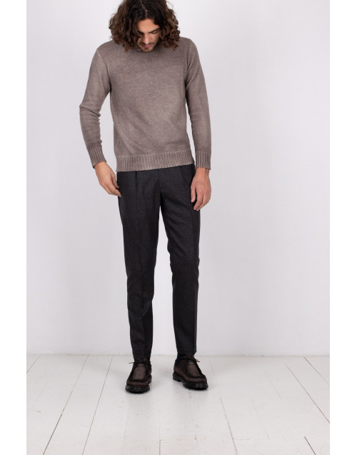 Gray wool trousers with pleats