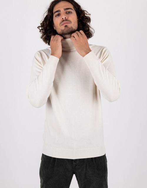 Turtleneck sweater in cream wool and cashmere