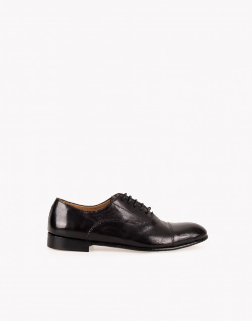 Black leather Oxford shoe