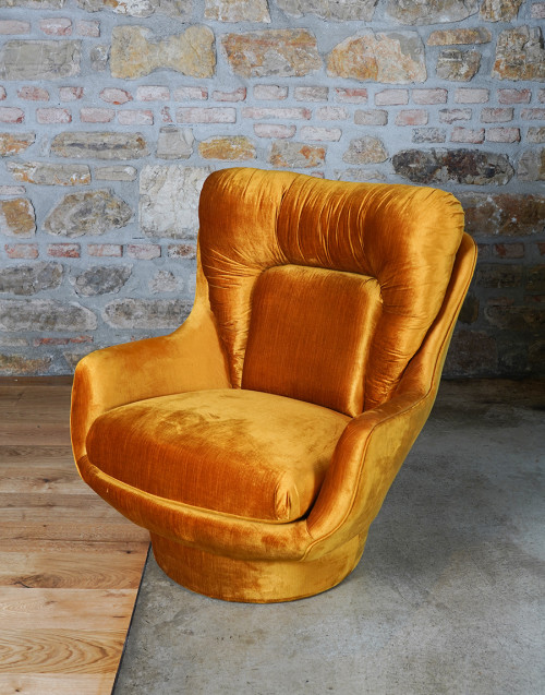 Poltrona in velluto giallo rivisitazione anni '50