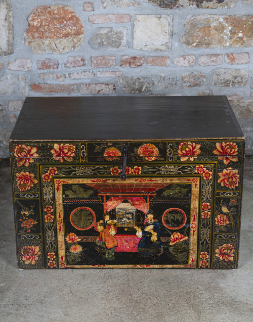 Trunk carries theatrical costumes