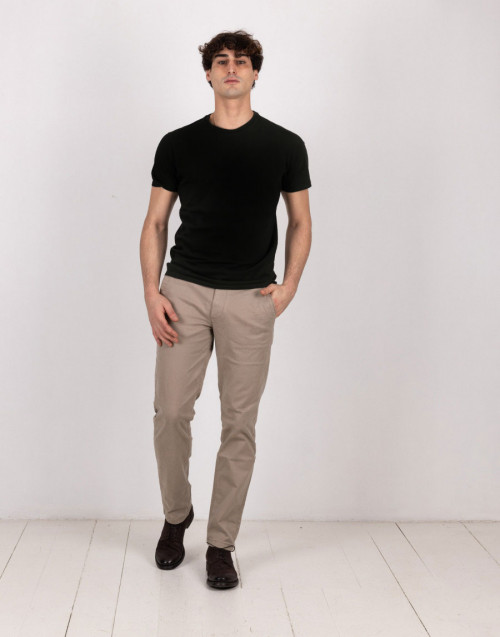 T-shirt nera in cotone