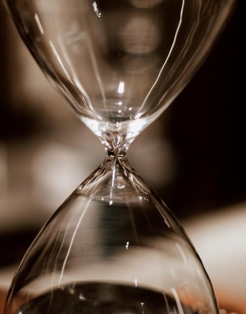 Black hourglass 2 hours