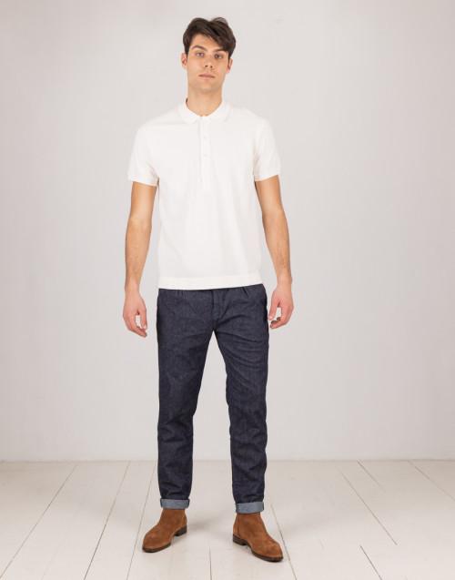 Jeans blu scuro con pinces e risvolto