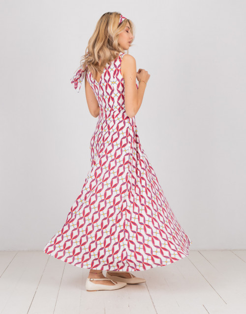 Long white dress with chain pattern
