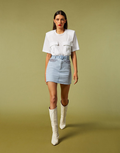 T-shirt bianca con tasche anteriori