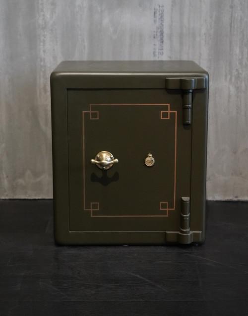 cassaforte vintage restaurata verde militare opaco