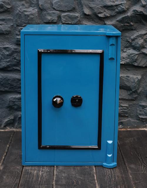 Cassaforte vintage restaurata blu
