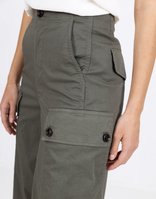Military trousers with cargo pockets