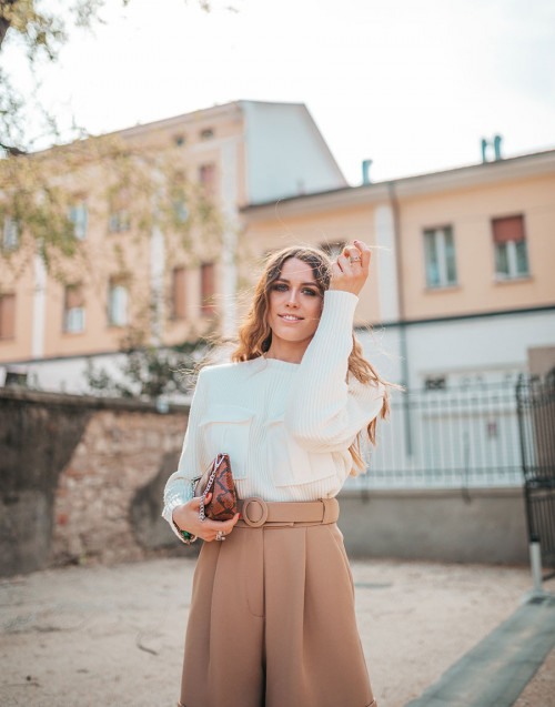Cream sweater with front pockets