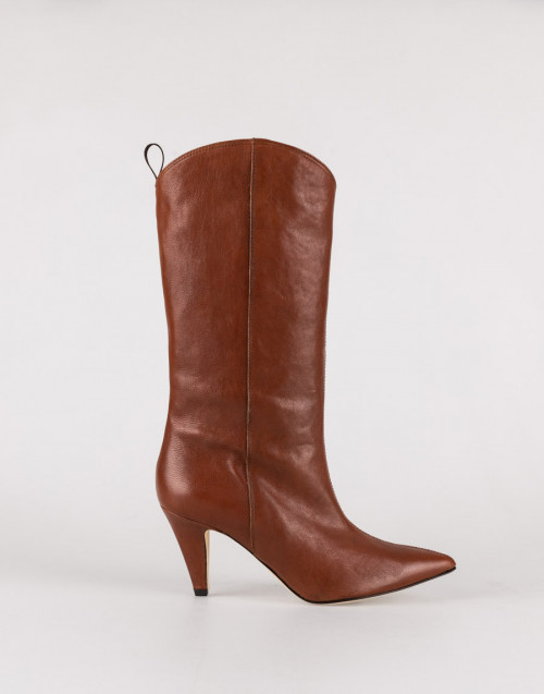 Brown boot with heel