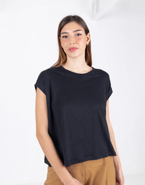 Wide black sleeveless t-shirt