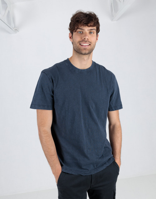 Blue t-shirt in washed organic cotton
