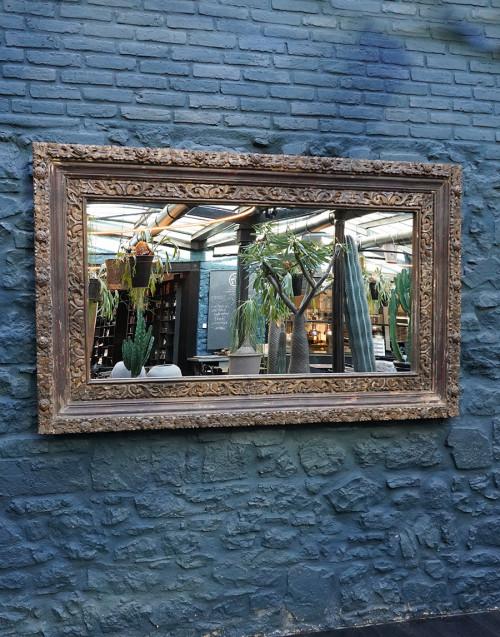 Specchio con cornice intarsiata