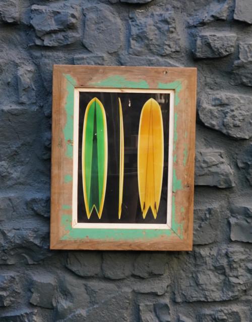 Quadro con cornice legno con tavole da surf