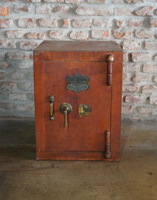 Cassaforte inglese vintage restaurata