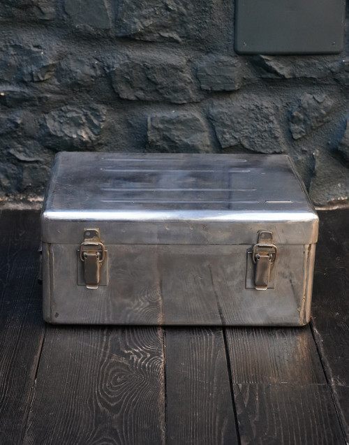 Small aluminum trunk case