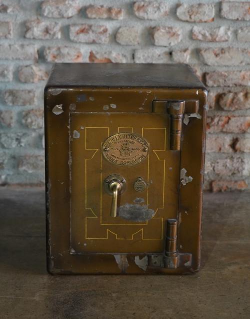 Cassaforte Samuel Withers & Co. restaurata