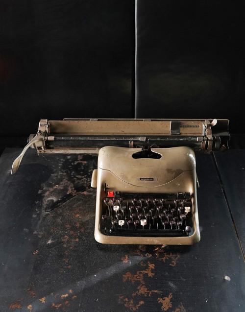 Lexikon 80 typewriter
