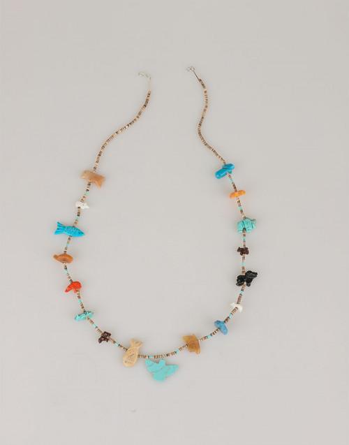 Collana multicolor con pietre e conchiglie