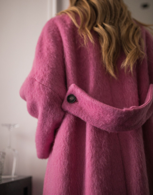 Single-breasted pink wool coat