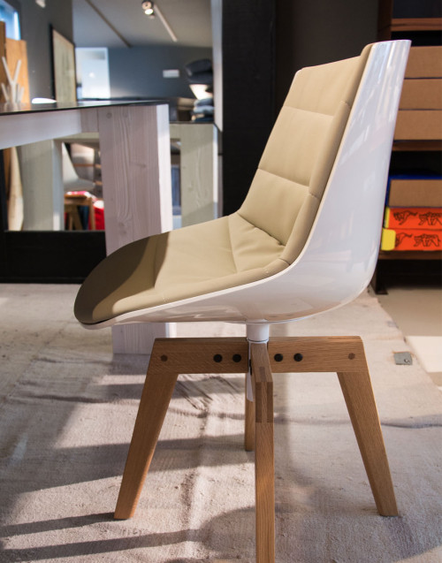 Flow chair glossy natural oak legs