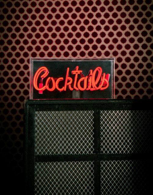 Red cocktails neon lamp