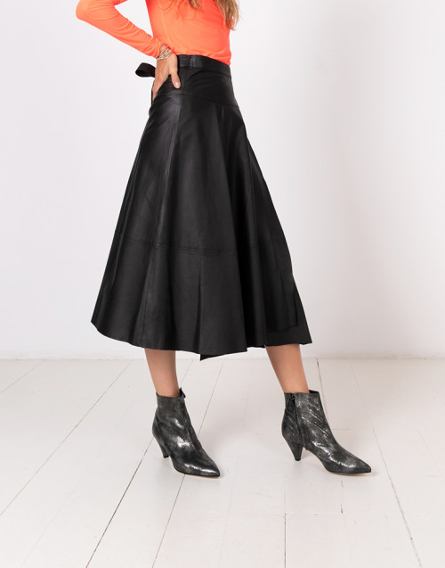 Wrap skirt in leather