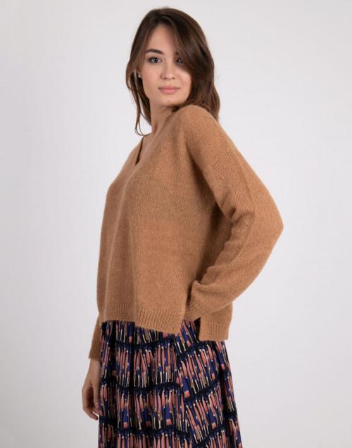 Maglione in lana scollo a V color cammello