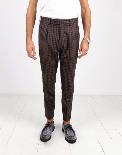 Pantalone check blu e marrone con pences